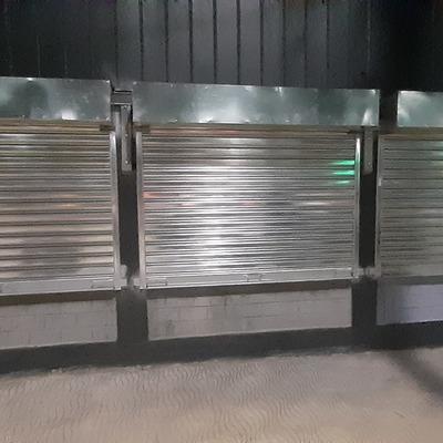 Instalacion de 3 cortinas metalicas.