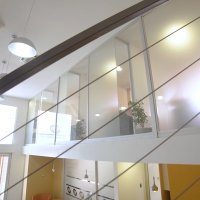 Detalle de fachada de vidrio