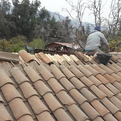 Reparacion de techo con teja colonial.