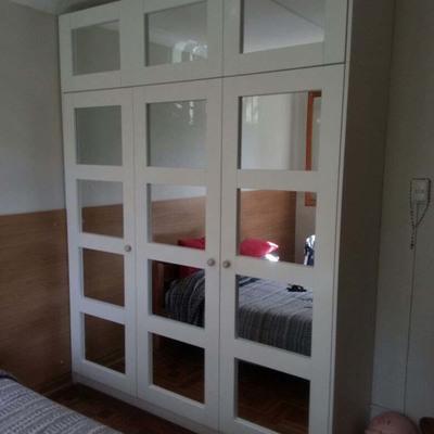 Closet con puertas de espejos