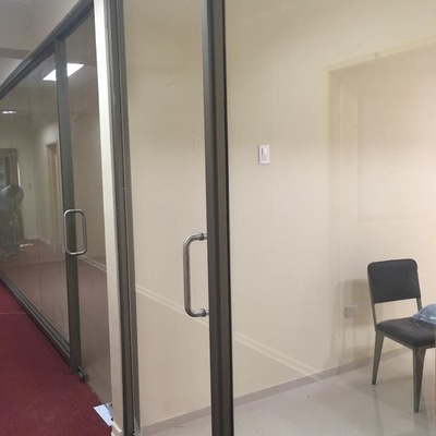 Mampara con puerta protex