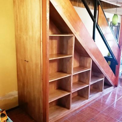 Biblioteca en escalera