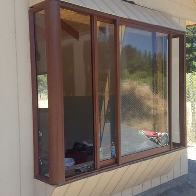 Bow window color madera