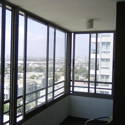 Cierre de terraza en línea 25 color titanio
