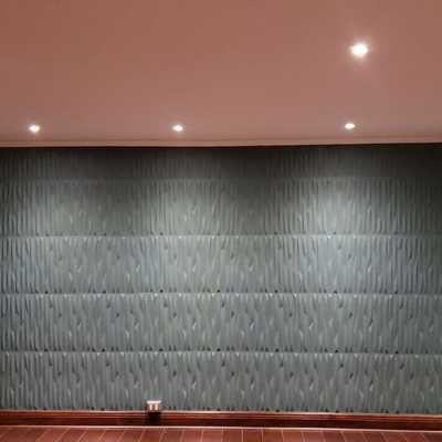 Instalación de paneles acústicos y pintura
