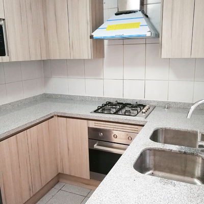 Cocina moderna de piedra gris