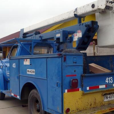 camión alza hombre para mantención de alumbrado público con alcance de 11 m
