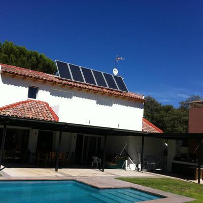 CASA con panel de ACS solar y piscina