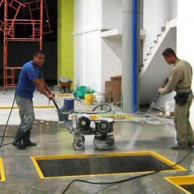 construccion y mantenimiento de pisos de uso industrial