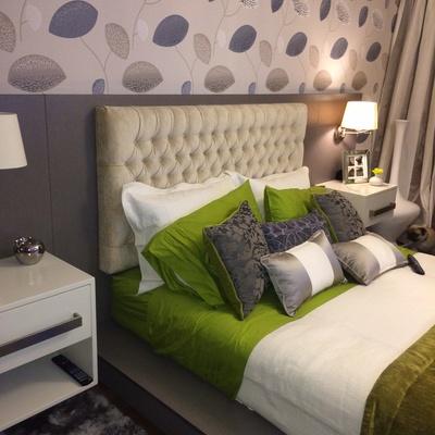 Dormitorio con cama a medida