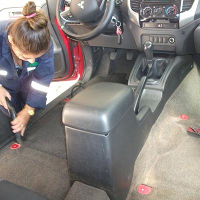 Limpieza de tapiz en vehículo