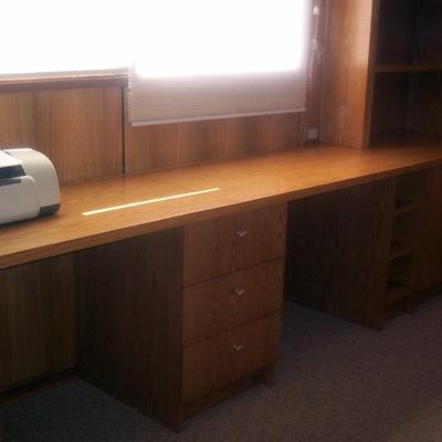escritorio adosado al muro
