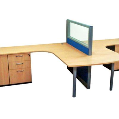 Estación de trabajo con panel divisor