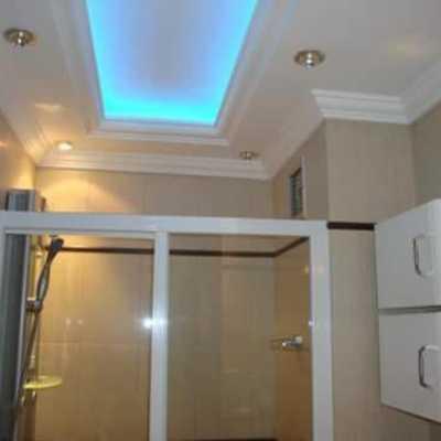 Techo Falso con iluminación indirecta en baño