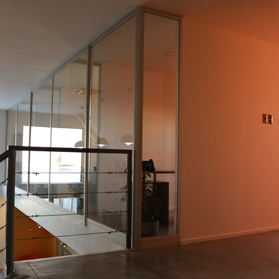 Oficinas con cierre de vidrio