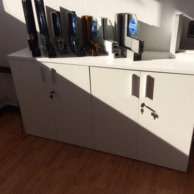 Diseño de mobiliario de apoyo y almacenamiento a la medida
