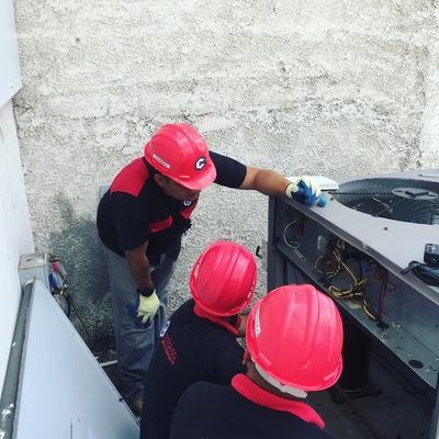 Servicio de mantención a equipo industrial.