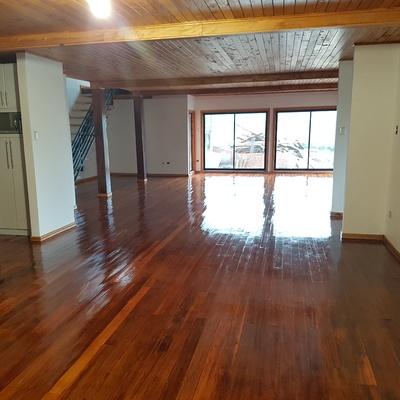 Living piso ulmo madera nativa vitrificada
