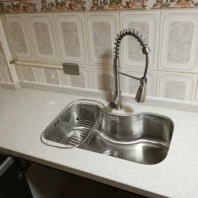 Instalación de lavaplato y llave