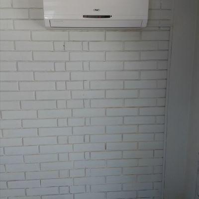 Instalación split muro inverter en escuela .