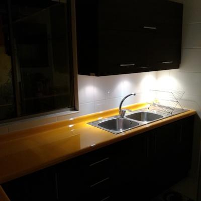 Muebles con luces led bajo mueble e instalación de lavaplato