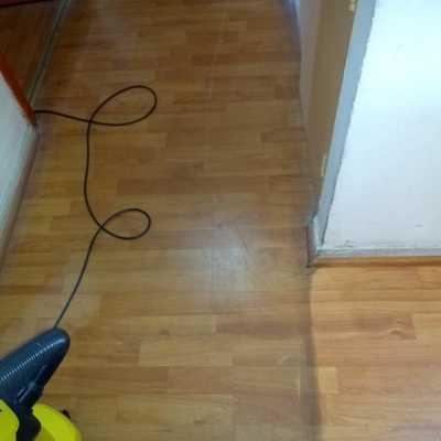 Diferencia entre piso libre de acumulación de Ceras y piso antes de limpieza
