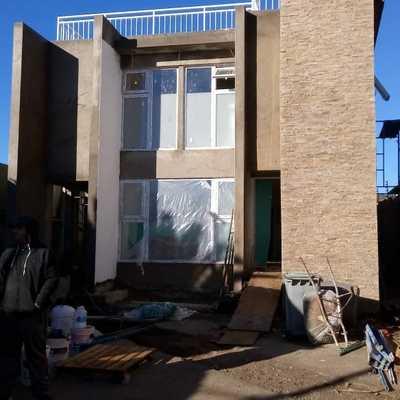 Casa mediterranea moderna en proceso de terminaciones