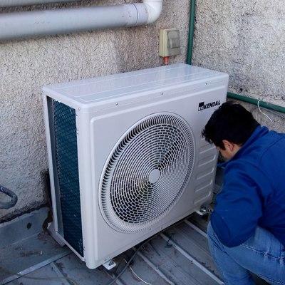 Instalación unidad exterior equipo de aire acondicionado