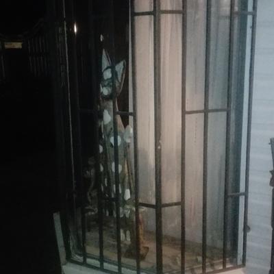 Protecciones metálica en ventana esquinera 4 hojas