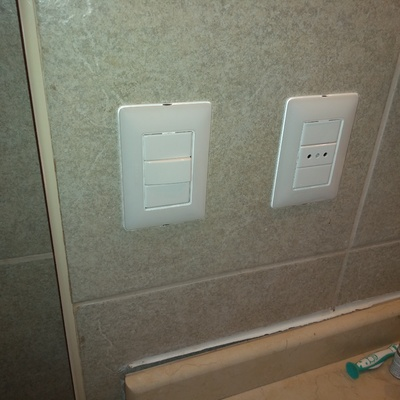 Instalación baño interruptor y enchufe BTicino Matic