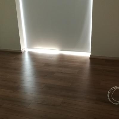 Instalación de cortinas y piso laminado