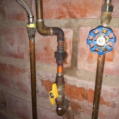 Reparacion fuga de gas.