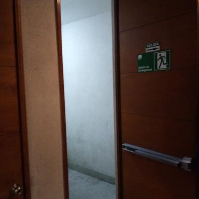 instalacion de puertas de escape
