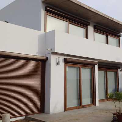 Conjunto de persianas exteriores motorizadas