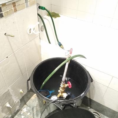 Limpieza química en red de duchasy baños