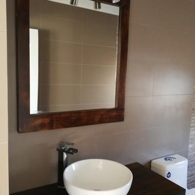 Baño moderno de madera Rauli