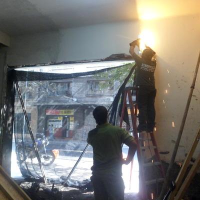 Instalación cortina metalica