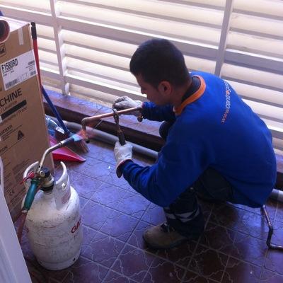 Gasfiter normalizando red de gas de casa habitación Providencia.