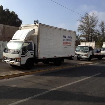 mudanzas y fletes camiones cerrados y planos dentro y fuera de stgo. 09-8243106
