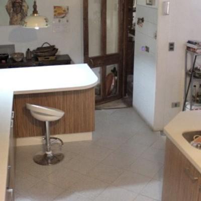 cocina cubierta de cuarzo puertas top form
