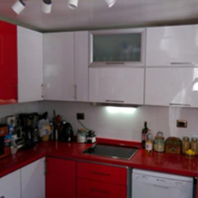 cocina cuarzo rojo high gloss