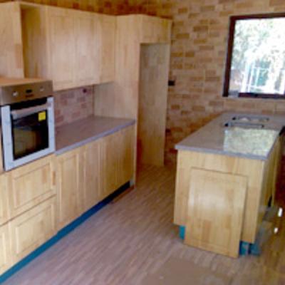 cocina rustica madera de pino base lacacado