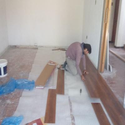 Proceso de instalación de piso de madera