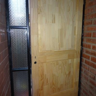puerta y marco entrada casa particular