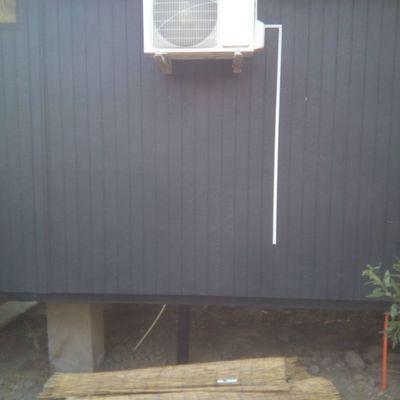 Unidad exterior casa flotante en bases muro