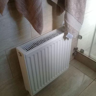 Radiador doble en baño