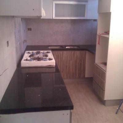 cocina cubierta cuarzo puerta top form