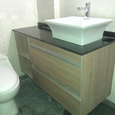 baño cubierta granito