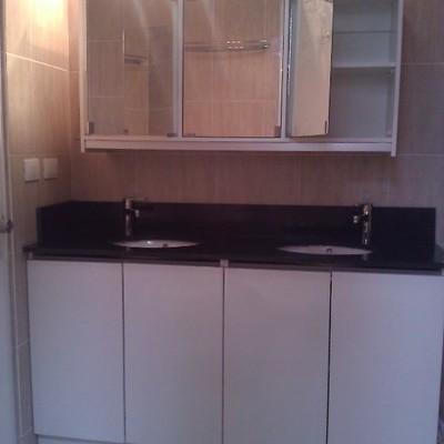 baño clasico cubierta granito