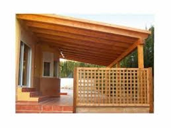 Foto cobertizo de madera de gasfiteria hogar 41781 for Techos de tejas para patios exteriores